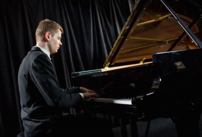 Рускиот пијанист Андреј Гугнин солист на концертот на Филхармонијата