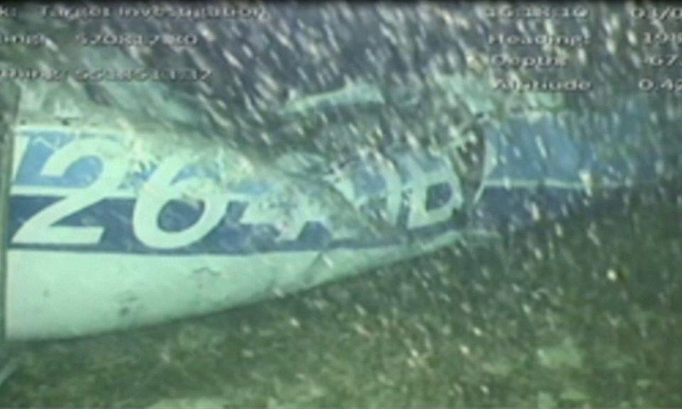 ФОТО: Извлечено едно тело од урнатиот авион во кој беше фудбалерот Сала, се чека обдукција