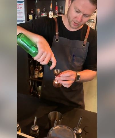 Коктел од традиционална македонска ракија се подготвува во бар во Австралија- можете и вие дома да го направите (ВИДЕО)