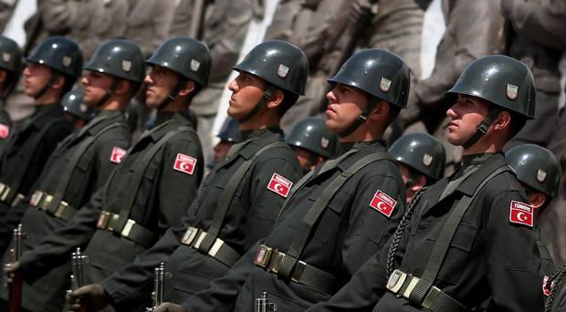Турција нуди награда за турските војници кои добија азил во Грција