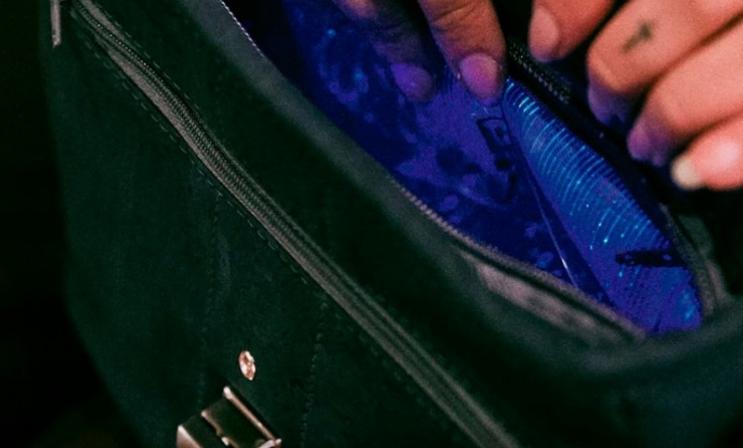 Збогум за големиот женски проблем: Оваа чанта свети во темница, дамите воодушевени