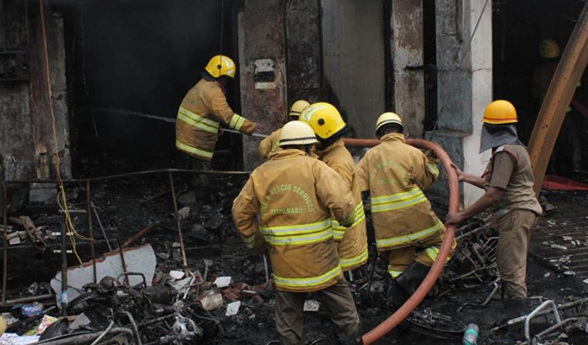 Хорор во Њу Делхи: Најмалку 17 луѓе загинаа во пожар во хотел