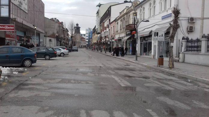 Таравари три часа забрани автомобили во центарот на Гостивар