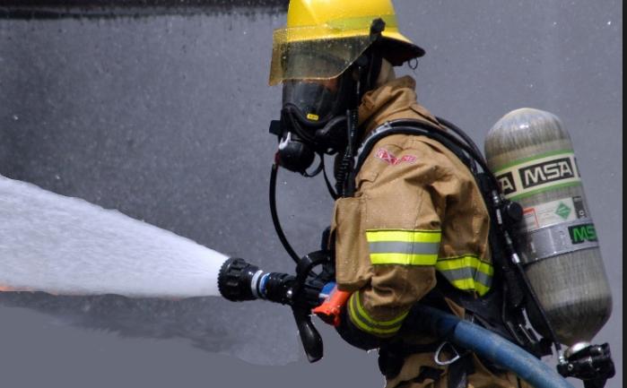 """""""Изгасете ми ја душата"""": Пијана жена викнала пожарникари, цел свет се смее со неа"""
