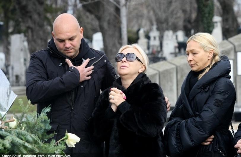 Никој не знае кој го оставил: Семејството покрај гробот на Шабан го пронајде овој детал, Гордана почнала да плаче на цел глас (ФОТО)