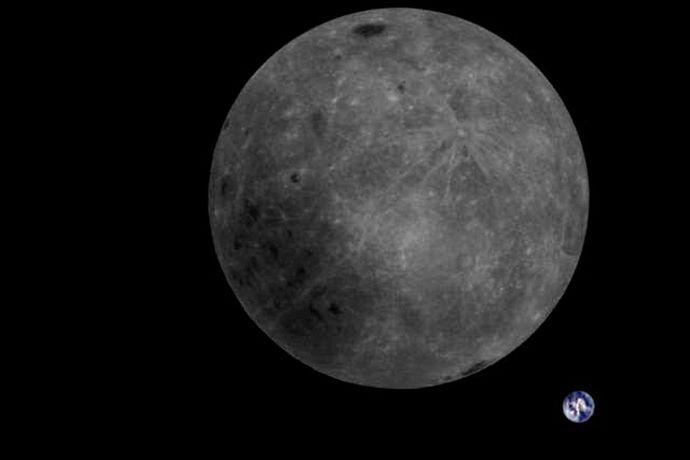 """Месечината и Земјата """"заробени"""" во една фотографија"""
