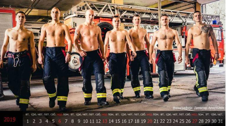 """Светски, а наше: Прв македонски календар со пожарникари- спасители од кои на жените ќе им се """"слоши"""" (ФОТО)"""
