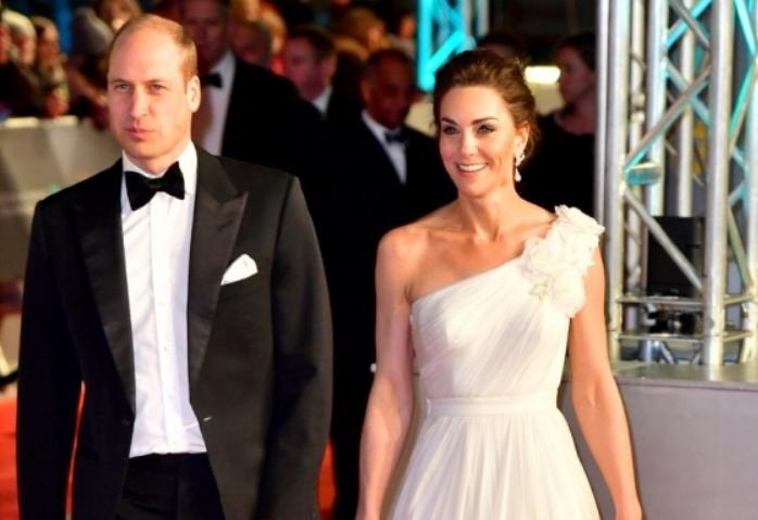 Беспрекорна убавина: Кејт Мидлтон блесна во бело, сите очи вперени кон војвотката (ФОТО)