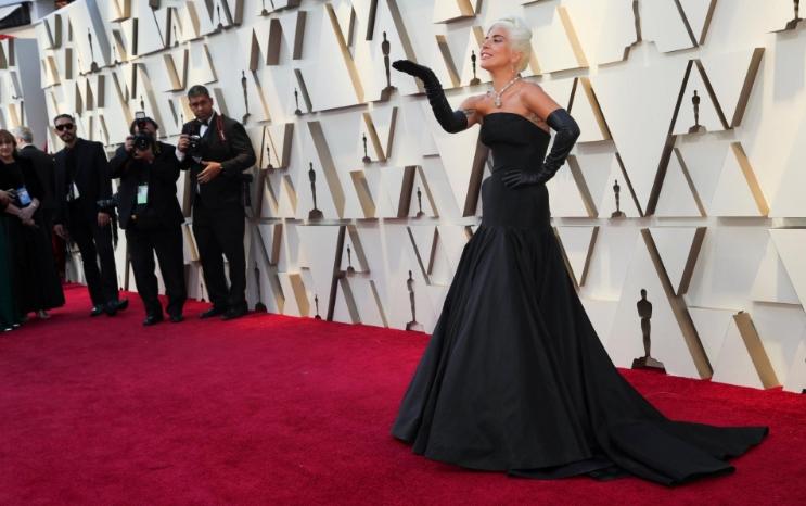 Лејди Гага блесна во црно, пејачката испишува историја (ФОТО)