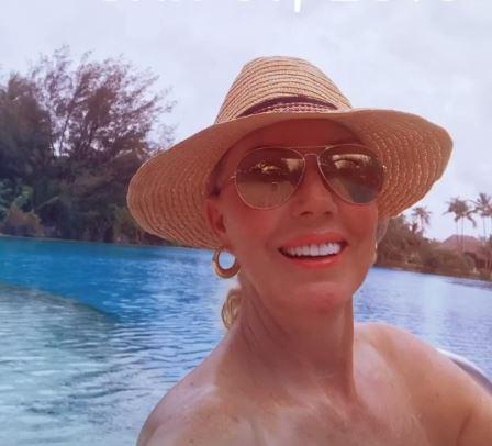 Синот скришно ја снимаше Лепа Брена и Боба во вода- пејачката не знаеше дека е уклучена камерата па се опушти (ФОТО)