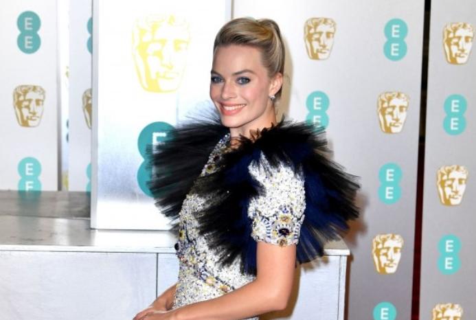 Сите едвај чекаа да ја видат убавата актерка, а таа разочара со својот изглед: Модниот кикс за кој сите зборуваат (ФОТО)
