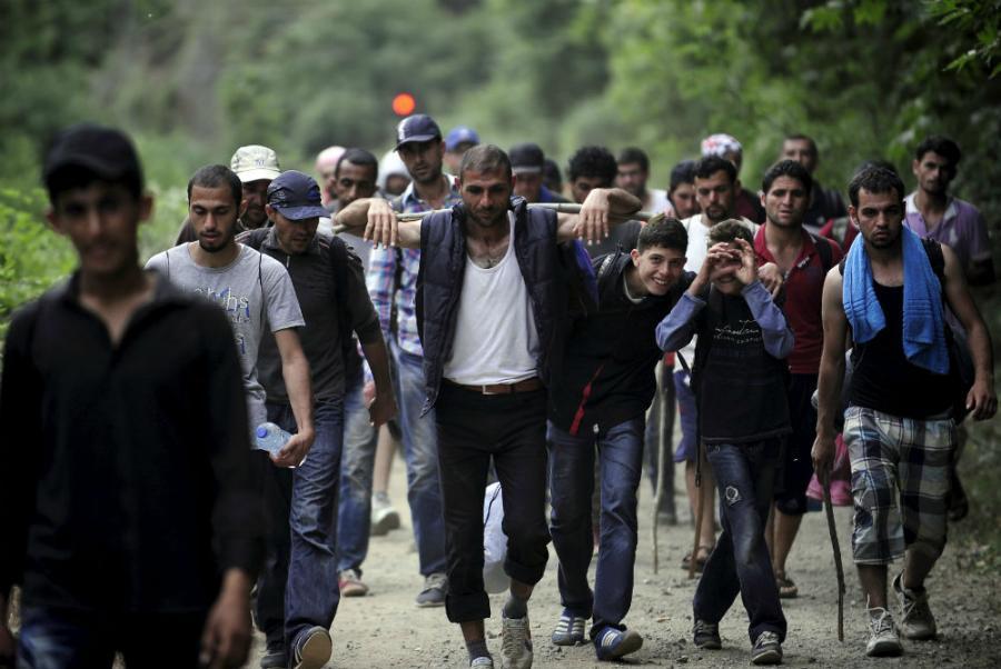 Мигранти се судрија со полицијата во БиХ