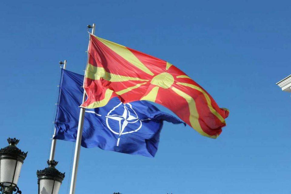Во очекување на новиот натпис, утре пред Владата свечено ќе биде подигнато знамето на НАТО