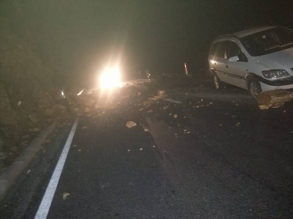 ВНИМАВАЈТЕ: Вечерва на овој патен правец има одрон кој предизвикува потешкотии во сообраќајот