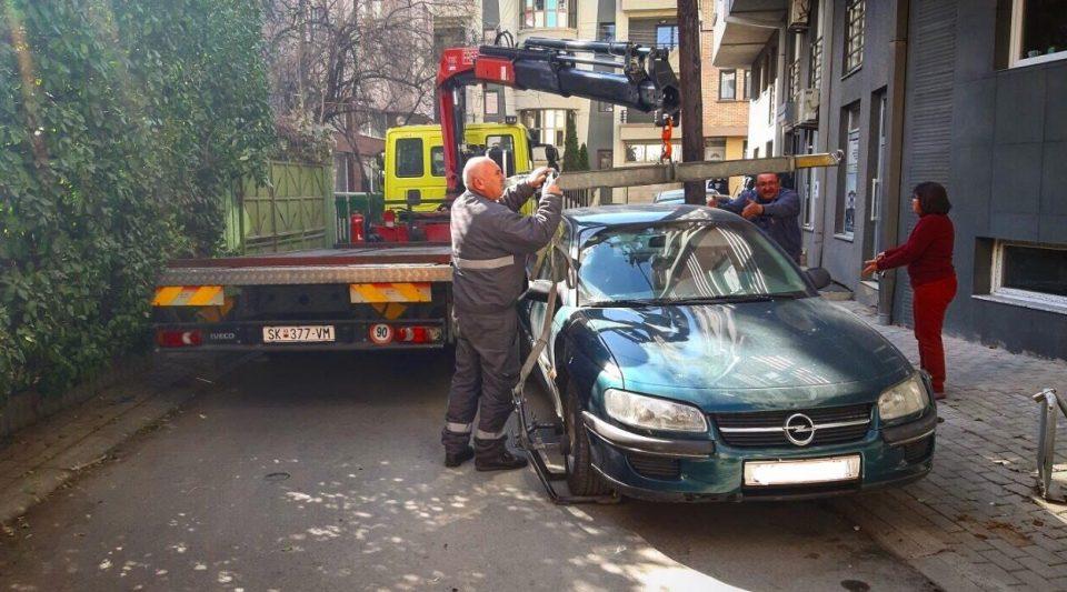 Фрчат казни од Град Скопје: За една недела отстранети 283 непрописно паркирани возила