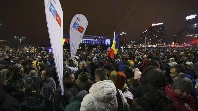 """Илјадници граѓани на улица: Протести во Романија под мотото """"Правда, не корупција"""""""