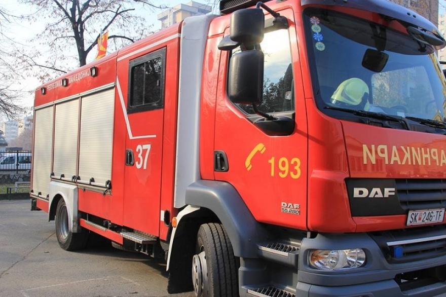 Штип: Изгоре БМВ, од огнот делумно зафатено уште едно возило