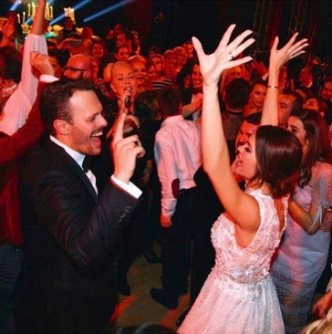 Досега необјавени снимки од свадбата на Северина и Игор: Пејачката ова им го посвети на сите куми (ВИДЕО)