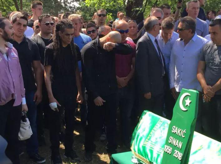 Го срами името на балканскиот пејач кој почина неодамна: Лежеше 12 години затвор, а пред два дена направил уште еден грозоморен чин (ФОТО)