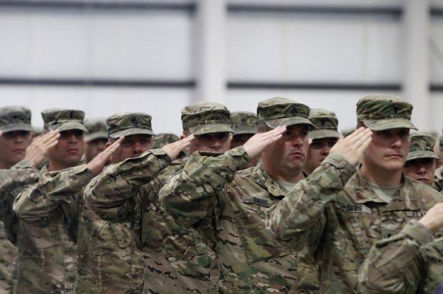 Пентагон ќе испрати речиси 4.000 војници на границата со Мексико