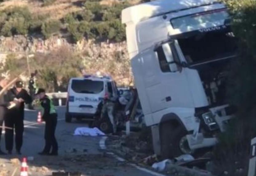 Тешка несреќа кај Дубровник: Се судрија возило на Брза помош, цистерна и автомобил (ВИДЕО)