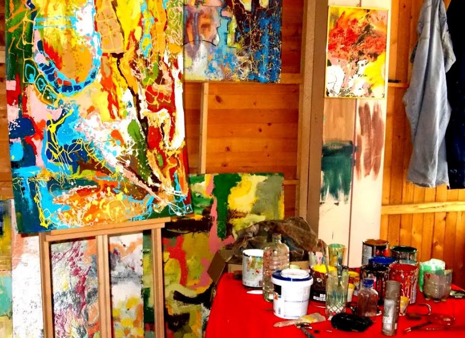 Младиот сликар со дела кои влеваат топлина: Мачуков е талентираниот професор чија уметност ги буди сите сетила (ФОТО)