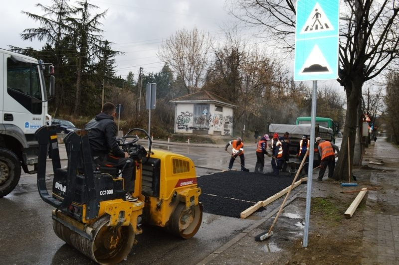 Започна асфалтирање на сообраќајните пречки пред училиштата