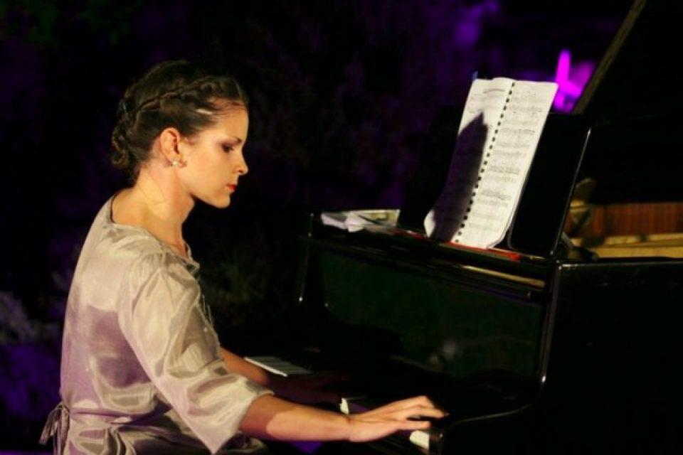 Концерт на пијанистката Дуња Иванова и фотоизложба на Дарко Попов