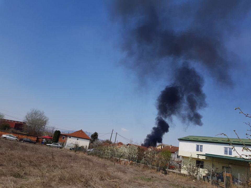 ФОТО: Густ црн чад ги загуши утрово драчевчани