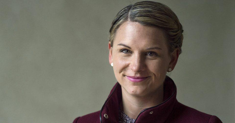 Дански парламент: На бебето на пратеничката Абилгор му забранија влез во пленарната сала