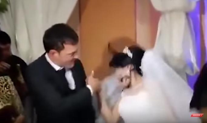 Шокантно: Младоженецот и` удри шамар на невестата среде свадба, сите ги вознемири! (ВИДЕО)