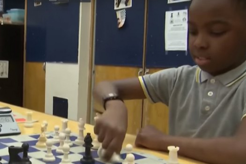 8-годишно дете со семејството побегнало од исламистите: Две години живеел како бездомник, а сега станал шампион во шах