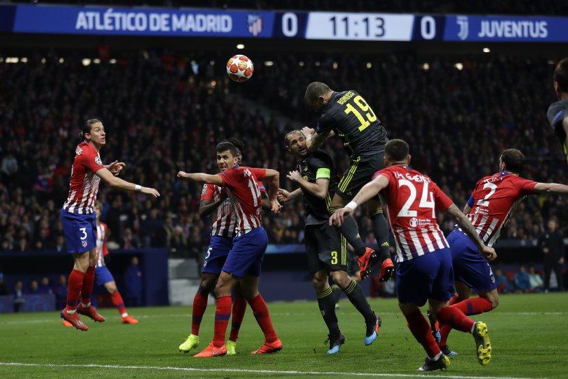 СЕКС СКАНДАЛ НА ПОВИДОК: Фудбалерите на Јувентус имале оргии со 60 убавици, а само овие двајца играчи не ја прифатиле забавата (ФОТО)