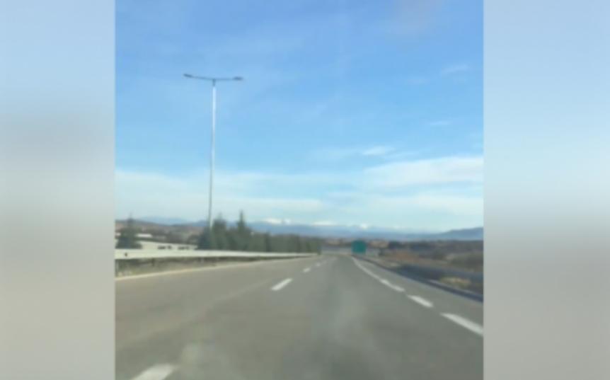 ВНИМАВАЈТЕ: Ова е опасно по живот – луд возач на автопатот кај Велес (ВИДЕО)