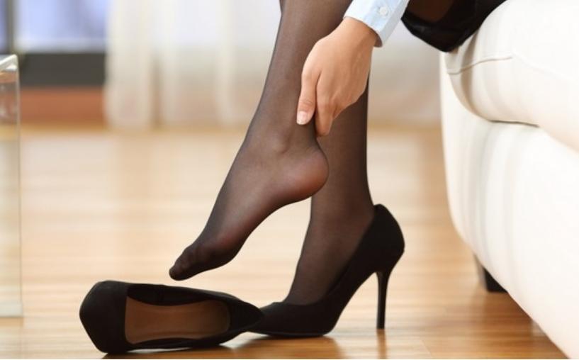 Лек за еден од најголемите женски проблеми: Како да ги проширите чевлите кои ви се тесни?