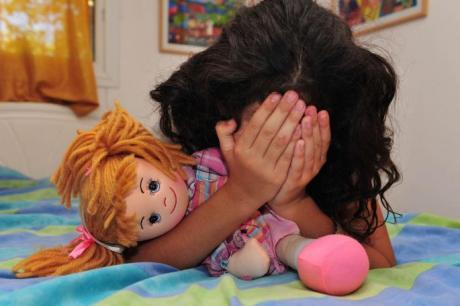 ФОТО: Среде ноќ ќерката барала помош од својот татко – ова го затекнал во нејзината соба