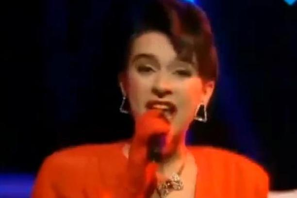 Се сеќава цел регион на неа: Вака денес изгледа пејачката која и ја донесе првата и последна победа на Евровизија на Југославија (ФОТО)
