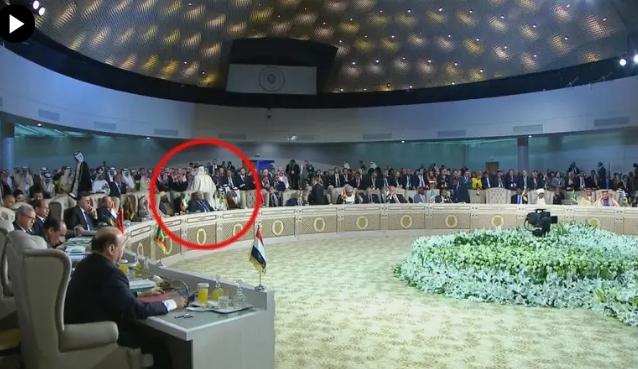 Стана и замина: Катарскиот емир го напушти самитот во Тунис