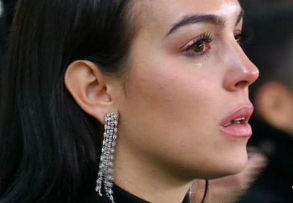 Георгина со емотивен статус и солзи за магичната ноќ на Роналдо: Господ ти дава, зашто светот е твој! (ФОТО)