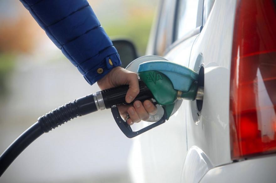 Стружани со службени картички полнеле гориво во сопствените автомобили