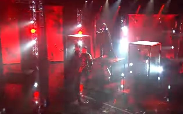 Ланци, танчерки и кафези: Дали е ова најшокантниот настап на Евровизија?! (ВИДЕО)