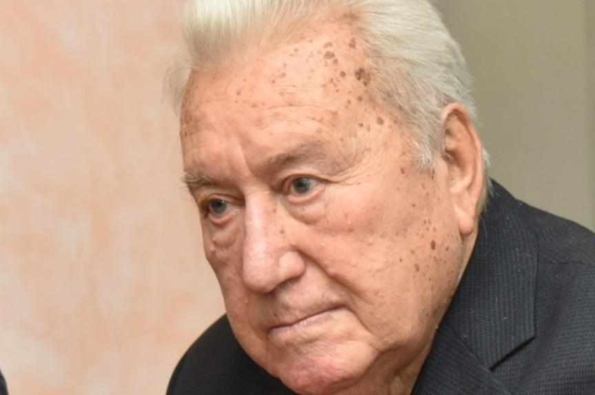 Тажна вест: Почина легендата на македонското спортско новинарство