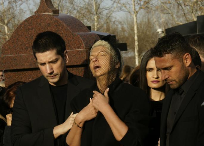 По погребот на Дивна излезе само два пати од дома- првиот пат на гробишта, а второто место кое го посети Карлеуша можеби ќе промени се (ФОТО)