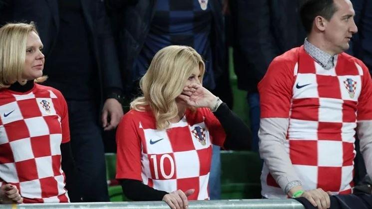 Очајна и тажна: Колинда жестоко навиваше за фудбалерите, па покажа како вистински се плаче за репрезентацијата! (ФОТО)