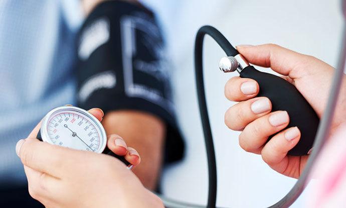 Трик кој за само две минути го намалува високиот крвен притисок – не се потребни лекови
