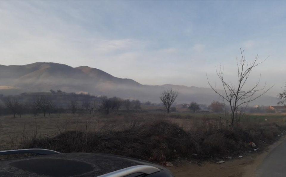 Еколошка бомба: Запалена депонијата во виничко, ужасна миризба се чувствува и 15 километри од неа