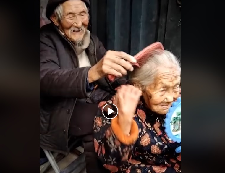 Таа има 99, тој има 97, цели 82 години се во брак, вистинската љубов трае цел живот (ВИДЕО)