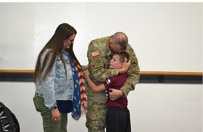 Емотивно: Татко војник го изненади синот, ќе се расплачете од оваа средба (ВИДЕО)