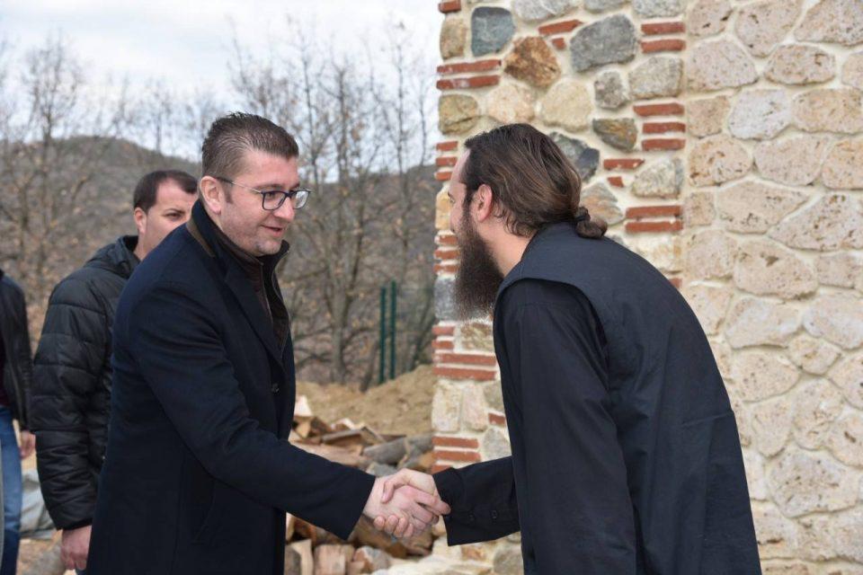 ФОТО: Мицкоски во посета на црквите Св. Ѓоргија Победоносец и Атанониј Велики