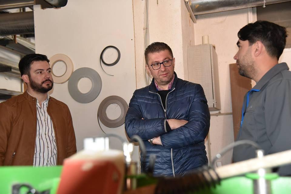 Мицкоски во посета на штипска компанија која се занимава со производство на мебел